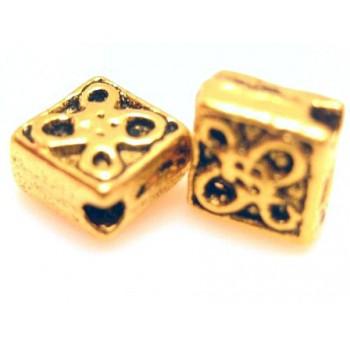 Firkantet guld pl med mønster 5 mm - 10 stk
