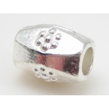flot sølv perle med mønster  8 mm / 2,5 mm hul - 3 stk