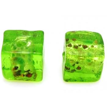 Håndlavet firkantet glas perle grøn  8 / 1,5 mm - 4 stk
