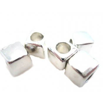 Firkantet sølv metal perle...
