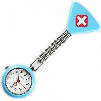 Sygeplejer ur med rødt kors blå