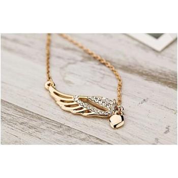 Vinge med hjerte i guld og små stene + kæde