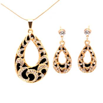 smukt sæt med i sort og guld - halskæde og øreringe